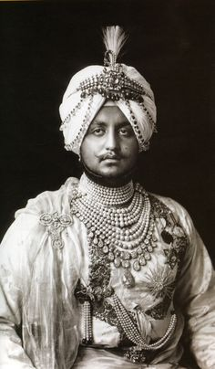His Highness, The late Maharaja of Patiala, India. Wearing The Cartier Patiala Necklace. Honestly, I think His Highness is complete Cartier! Mode Costume, Asian Art Museum, Vintage India, Royal Jewelry, Indian Jewelry, Big Jewelry, Patiala, Crown Jewels, Belle Photo