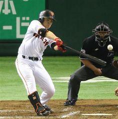 5月16日 巨人 vs. ヤクルト 「好きな投手対決」は杉内が勝ちました。自ら叩き出した決勝のタイムリーはびっくり! 6回裏のピンチを凌いだのはしびれました。---Miki  投打でヒーロー!G・杉内、V打&ライバル左腕に投げ勝ち4勝目 4回、勝ち越し適時打を放つ巨人・杉内=東京ドーム(撮影・春名中)