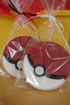 Pokemon cookies make great party favors at your Pokemon party Pokemon Birthday Cake, Birthday Cookies, 9th Birthday Parties, 8th Birthday, Birthday Ideas, Pokemon Torte, Video Game Party, Animal Party, Party Planning