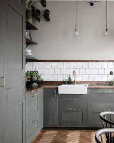 Kitchen renovation - Kitchen in olive and dark wood – Kitchen renovation Interior Design Minimalist, Interior Design Kitchen, Kitchen Wall Design, Danish Interior Design, Simple Kitchen Design, Minimal Kitchen, Diy Interior, Kitchen Layout, Bathroom Interior