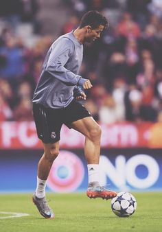 Cristiano Ronaldo warms up before the UEFA Champions League Quarter Final first leg match between FC Bayern Muenchen Cristiano Ronaldo Goals, Cristiano Ronaldo Manchester, Cristano Ronaldo, Ronaldo Football, Ronaldo Pictures, Soccer Pictures, Real Madrid Football Club, Football Is Life, Neymar