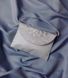 """Brauttaschen - Brauttasche """"Blume"""" bestickt ivory - ein Designerstück von Leaena bei DaWanda"""