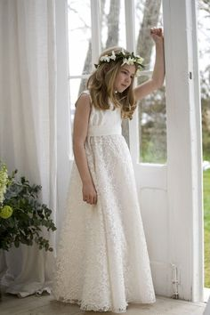 Vestidos de primera comunión para niñas 2015: Falda con flores transparentes