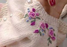 procesar malla de video - eldiven,şapka,atkıCómo procesar malla de video - eldiven,şapka,atkı En este tutorial te muestro cómo bordar un bouquet de rosas en puntada cast-on. Baby Knitting Patterns, Love Knitting, Knitting Videos, Knitting For Kids, Easy Knitting, Knitting Stitches, Embroidery Stitches, Embroidery Patterns, Hand Embroidery