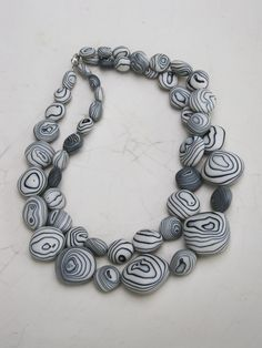 Jewelry OFF! Dont the layered patterns of these beads remind you of stones found on the beach? David Elliott an Australian whos relatively new to ceramic jewelry made this necklace out of vitreous porcelain and metal oxide pigments. Jewelry Show, Jewelry Art, Beaded Jewelry, Jewelry Design, Fashion Jewelry, Jewelry Making, Porcelain Jewelry, Ceramic Jewelry, Ceramic Beads