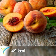 Sevilen yaz meyvelerinden şeftali yüksek miktarda lif içerir. Aynı zamanda Ramazan Ayı'nda, iftardan sonra ara öğünlerinde tercih edebileceğin iyi bir alternatiftir. İçeriğindeki A ve C vitamini sayesinde antioksidan kapasitesi yüksek bir meyvedir.  Yazın serinlemek ve sıvı tüketimini artırmak için şeftalili çay yapabilirsin. 1 adet şeftali=49 kcal