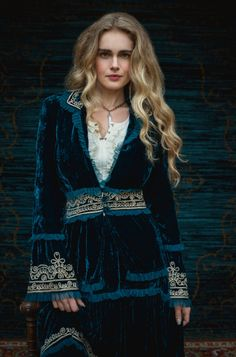 Velvet never goes out of style and this El Tatio Jacket is truly a piece of art. Featuring off white embroidery on a deep teal back drop with beautiful tooled trim, this skirt will turn heads!! This t