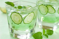 Detox your body with 3 revitalizing Cucumber Water recipes.We all know intake of cucumber has some amazing effects on our body but what we don't is that Refreshing Cocktails, Summer Cocktails, Fun Drinks, Healthy Drinks, Beverages, Cucumber Vodka, Cucumber Detox Water, Cucumber Lemonade, Cucumber Cocktail