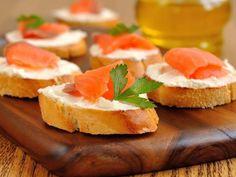 La bruschetta irlandese è un antipasto di pesce che ricorda la classica bruschetta caprese che però racchiude sapori nordici