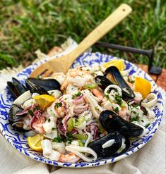 Pesto Grilled Shrimp, Grilled Oysters, Seafood Stew, Fish And Seafood, Lobster Cream Sauce, Broil Lobster Tail, Clams Casino, Seven Fishes, Salad Places