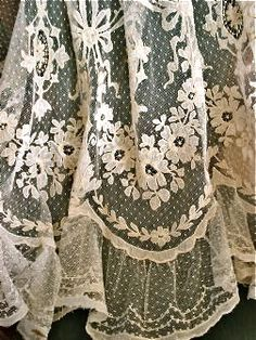 lace detail http://www.pinterest.com/mightyaxel/vintage-clothslinensobjects/