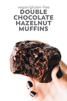 Easy ultra rich Double Chocolate Hazelnut Muffins with oats hazelnuts cacao coffee and dark chocolate chips a decadent snack or healthy dessert Healthy Vegan Dessert, Cake Vegan, Vegan Treats, Delicious Desserts, Mango Desserts, Icebox Desserts, Light Desserts, Easy Desserts, Vegan Food