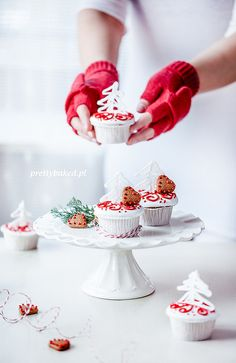 Christmas tree vanilla cupcakes / http://prettybaked.pl / http://facebook.com/prettybakedpl