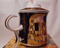 Tasse mit Filter und Deckel schwarz Teebecher Gustav Klimt der Kuss