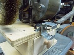 Atelier du Bricoleur (menuiserie)…..…… Woodworking Hobbyist's Workshop Woodworking Tips, Master Chief, Workshop, Band Saw, Woodworking Joints, Diy Welder, Drill, Carpentry, Atelier