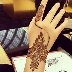 Mehndi henna designs are always searchable by Pakistani women and girls. Women, girls and also kids apply henna on their hands, feet and also on neck to look more gorgeous and traditional. Mehndi Designs 2018, Mehndi Designs For Beginners, Modern Mehndi Designs, Mehndi Designs For Girls, Mehndi Design Photos, Beautiful Mehndi Design, Simple Mehndi Designs, Geometric Designs, Mehandi Designs Arabic