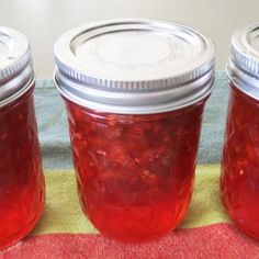 Note to Self: Canned in 2015 & EVERYONE raved about it! How to make green tomato jam + a good use for all of those green tomatoes that go to waste in the garden during wintertime. This tastes just like strawberry jam- no joke! Jelly Recipes, Jam Recipes, Canning Recipes, Canning Jars, Yummy Recipes, Green Tomato Recipes, Green Tomato Jelly Recipe, Preserving Tomatoes, Preserving Food