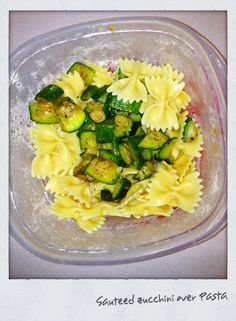 Healthy Lunch: Zucchini Pasta a-girls-gotta-eat-drink Healthy Cooking, Healthy Eating, Healthy Recipes, Delicious Recipes, Healthy Foods, Clean Eating, Healthy Lunches For Work, Work Lunches, Teacher Lunches