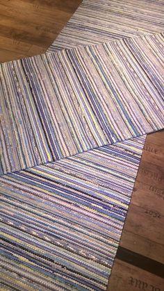 Rag Rugs, Tear, Recycled Fabric, Rug Hooking, Woven Rug, Scandinavian Style, Making Ideas, Loom, Beach Mat