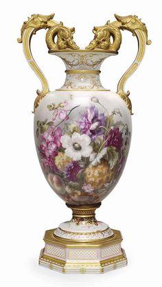 Large Porcelain Tile Floor - - Porcelain Plates Blue - Peinture Sur Porcelain Mug - - Porcelain Skin Bikini Porcelain Jewelry, Fine Porcelain, Porcelain Ceramics, Porcelain Skin, Ceramic Tableware, China Painting, Vases Decor, Oeuvre D'art, Antiques