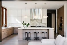 Chunky limestone walls feature in Atherton Contemporary in California