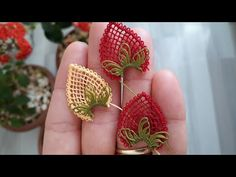Hand Embroidery Videos, Crewel Embroidery, Tatting Earrings, Flower Embroidery Designs, Booties Crochet, Needle Lace, Lace Making, Vintage Greeting Cards, Crafty Projects