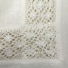 Linen tablecloth with a decorative bobbin lace #linen #tablecloth #bobbin #lace #Abonda