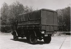 DAF YA 314, 3 ton, 4x4, 24 V met verhoogde huif en aangepast dekzeil. Op deze wijze werd het voertuig gebruikt als magazijnwagen, reparatie- en werkplaatswagen, toolset e.d. Eind jaren 80 uitgefaseerd en vervangen door moderne vrachtauto's.
