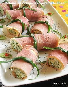 Rulouri cu sunca, cascaval si branza ~ Culorile din farfurie Meat Appetizers, Appetizer Recipes, Healthy Meals To Cook, Healthy Recipes, Food Porn, Good Food, Yummy Food, Romanian Food, Food Tasting