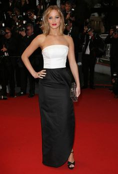 Jennifer Lawrence yet again! Got to love the length of the skirt, the black heels, and the lips. Of course, the lips.