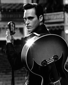 Joaquin Phoenix as Johnny Cash - 'Walk the Line', directed by James Mangold. Joaquin Phoenix, Johnny And June, Johnny Cash, Walk The Line Movie, Kino Film, Great Movies, Movies Free, Gorgeous Men, Beautiful People
