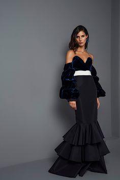 Johanna Ortiz Fall 2017 Ready-to-Wear Collection Photos - Vogue (Nikki Off-The-Shoulder Velvet Bodysuit) Fashion 2017, Look Fashion, Fashion News, Fashion Design, Vogue, Look Street Style, Estilo Hippie, Estilo Fashion, Fashion Show Collection