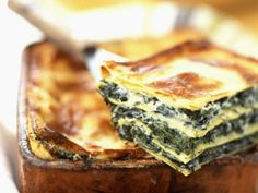 Creamy spinach and ricotta lasagne - Starts at 60 Spinach And Ricotta Lasagne, Lasagna Recipe With Ricotta, Creamy Spinach, Vegetarian Lasagna Ricotta, Queso Ricotta, White Lasagna, Lasagne Recipes, Vegetarian Recipes, Cooking Recipes