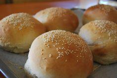 burger bread Burger Bread, Bread Recipes, Hamburger, Breads, Food Ideas, Brunch, Baking, Breakfast, Bakken