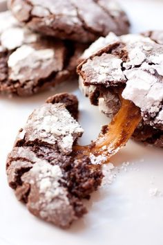 Salted Caramel Stuffed Chocolate Crinkle Cookies #colorfulfall #pinparty