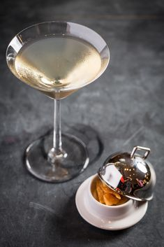 These cocktail recipes will make any family gathering a breeze, from a Thanksgiving-themed martini to a Thanksgiving punch bowl. Gin Based Cocktails, Easy Cocktails, Cocktail Recipes, Thanksgiving Punch, Thanksgiving Cocktails, Easy Alcoholic Drinks, Yummy Drinks, Punch Bowls, Blood Orange