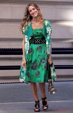 Carrie Bradshaw (Sarah Jessica Parker)  en robe bustier à imprimé floral   - Sex and the City, le film