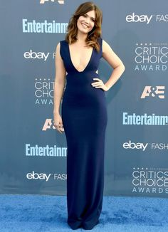 Mandy Moore Photos Photos - Actress Mandy Moore attends The Annual Critics' Choice Awards at Barker Hangar on December 2016 in Santa Monica, California. - The Annual Critics' Choice Awards - Arrivals Mandy Moore, Critic Choice Awards, Critics Choice, Red Carpet Dresses, Blue Dresses, Celebrity Red Carpet, Celebrity Style, Beautiful Celebrities, Beautiful Women