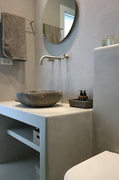 microcemento baños decorado estantes vidrios