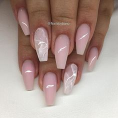 Coffin nail art design. soft and pretty. Very summery and goes with everything you wear! Coffin nails @loyallynnxx