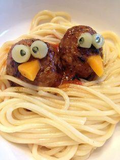Nids de spaghettis - Conseils de mamans - Cuisine de bébé. Plus de recettes pour bébé sur www.enviedebienmanger.fr/idees-recettes/recettes-pour-bebe