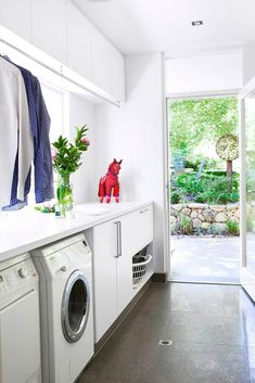 laundry room, to wash and fold your clothes, basement diy organization decor - Small laundry room ideas Vintage Laundry Room, Home Remodeling, Diy Basement, Laundry In Bathroom, Home Decor, Modern Laundry Rooms, Home Renovation