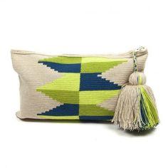 Wayuu Clutch Models,, Knitting bag models today very beautiful models . Crochet Clutch, Crochet Handbags, Crochet Purses, Tapestry Crochet Patterns, Crochet Stitches, Knit Crochet, Crotchet Bags, Knitted Bags, Mochila Crochet
