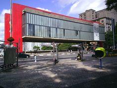 Museu de Arte de São Paulo - MASP; S. Paulo, Brasil.  Projeto: Lina Bo Bardi.