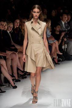 Salvatore Ferragamo - Couture - Spring-summer 2014 - http://www.flip-zone.net/fashion/couture-1/fashion-houses/salvatore-ferragamo-4181 - ©PixelFormula