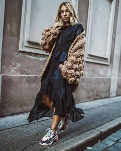 Trendy Shoes Sneakers For Street Style 2019 43 Fashion Week, Look Fashion, Trendy Fashion, Winter Fashion, Womens Fashion, Sneakers Street Style, Sneakers Mode, Sneakers Fashion, Shoes Sneakers
