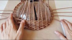 Paper Basket Weaving, Diy And Crafts, Paper Crafts, Newspaper Basket, Book Folding, Weaving Patterns, Baskets On Wall, Master Class, Wicker