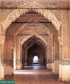 Hall of the Kings. The Sala de los Reyes is an elongated chamber, divided into several rooms by a series of muqarnas arches. The alcoves in the back wall give an unrestricted view onto the courtyard. The three alcoves that open onto the Sala de los Reyes have vaults that are among the Alhambra's most important decorative treasures.