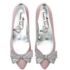 Pale Pink Leather Ballet Flats (4,495 MXN) ❤ liked on Polyvore featuring shoes, flats, ballet flat shoes, narrow shoes, ballerina shoes, flat ballet pumps and ballerina flat shoes