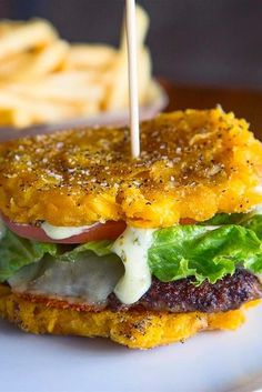 This Insane Tostones Burger Will Make You Ditch Regular Buns For Good There are truly few better feelings than sinking your teeth into a giant, juicy burger . but that feeling is approximately times more satisfying when Haitian Food Recipes, Mexican Food Recipes, Burger Recipes, Banane Plantain, Boricua Recipes, Plantain Recipes, Puerto Rico Food, Porto Rico, Spanish Dishes